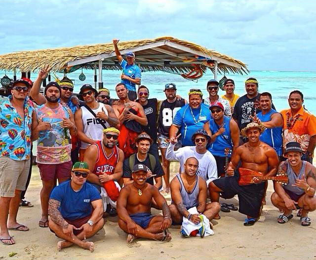 Arriving at Muri Beach with the crew. Absolute paradise...